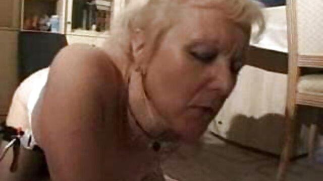 Deux porno femme enceinte 9 mois poivrons durs, avec de grosses bites, baisent durement une chienne aux gros seins