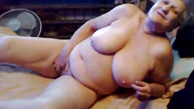 Baisé la fille dans la femme enceinte nu gratuit chambre violette