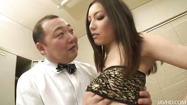Jeune fille porno une femme enceinte sexy se masturbe et se fait remplir sa culotte de sperme