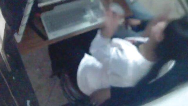Une jeune salope video femme enceinte lesbienne se fait ramoner sur un lit bébé