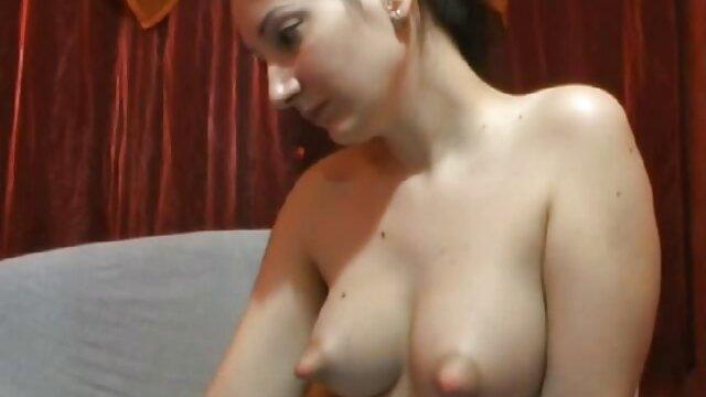 Une femme enceinte video sexe brune en chaleur jouit durement